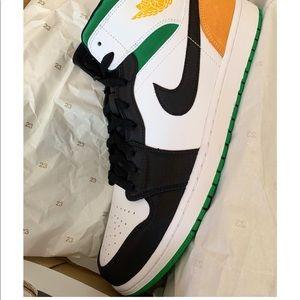 Air Jordan 1 Mid Oakland / Lucky Green Gold US13M